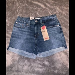 Levi's sculpt jean shorts / Brand New With Tags